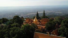在Wat Phra的鸟瞰图土井素贴寺庙在Chiangmai,泰国 股票录像