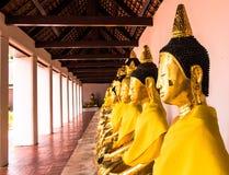 在wat phra borommathat chaiya素叻他尼的菩萨雕象在泰国 库存图片