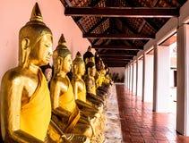 在wat phra borommathat chaiya素叻他尼的菩萨雕象在泰国 免版税图库摄影