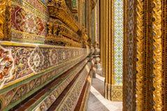 在wat phra kaew的复杂装饰品 免版税图库摄影