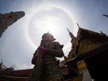 在wat phra kaew,曼谷,泰国的惊人的太阳光晕 库存图片