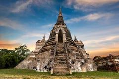 在Wat Phra Sri Sanphet寺庙的古老佛教塔废墟 泰国 库存图片