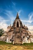 在Wat Phra Sri Sanphet寺庙的古老佛教塔废墟 泰国 免版税图库摄影