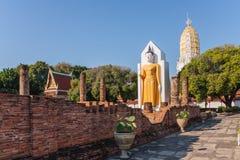 在Wat Phrasimahathat里面的菩萨雕象 图库摄影