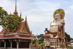 在Wat Plai Laem寺庙的中国巨人菩萨雕象在酸值苏梅岛 免版税库存照片