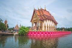 在Wat Plai Leam寺庙的整理霍尔在酸值苏梅岛海岛,泰国上 免版税库存图片