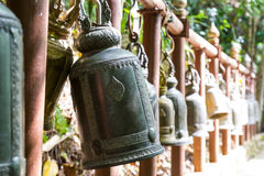 在Wat Pra塔德土井桐树的泰国响铃 免版税库存照片