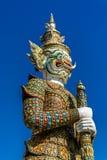 在Wat pra Kaew曼谷泰国的大卫兵雕象 图库摄影