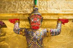 在Wat Pra Kaew,曼谷泰国的巨人 免版税库存照片