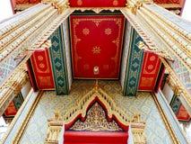 在Wat Ratchabopit的门细节 库存照片