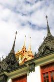 在Wat Ratchanatdaram Woravihara寺庙的Loha Prasat在曼谷, 免版税库存照片