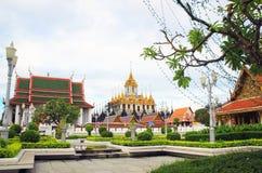 在Wat Ratchanatdaram Woravihara寺庙的Loha Prasat在曼谷, 库存照片