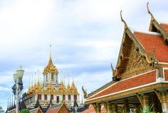 在Wat Ratchanatdaram Woravihara寺庙的Loha Prasat在曼谷, 库存图片