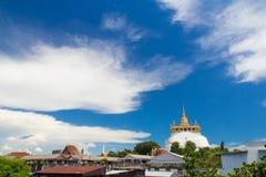 在Wat Saket的金黄登上, 图库摄影