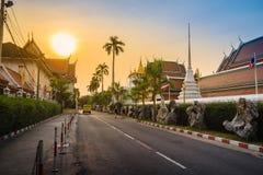 在Wat Saket Ratcha Wora玛哈Wihan (Wat Phu Kh的美好的日落 库存照片