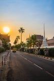 在Wat Saket Ratcha Wora玛哈Wihan (Wat Phu Kh的美好的日落 免版税库存图片