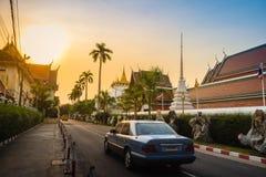 在Wat Saket Ratcha Wora玛哈Wihan (Wat Phu Kh的美好的日落 免版税图库摄影