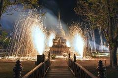 在Wat Si Sawai寺庙的轻和声音展示在Sukhothai历史公园,泰国 库存图片