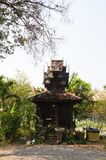 在Wat Sri荣Muang, Lampang,泰国的古老洗手间 图库摄影