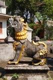 在Wat Sri荣Muang, Lampang,泰国的缅甸样式狮子 库存图片