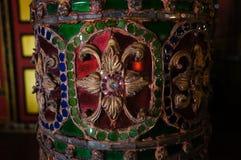 在Wat Sri荣Muang, Lampang,泰国的美丽的柱子 免版税库存照片