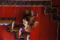 在Wat Sri荣Muang, Lampang,泰国的美好的天花板 免版税库存图片