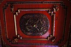 在Wat Sri荣Muang, Lampang,泰国的美好的天花板 库存照片