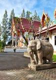 在Wat Sri Sunthon寺庙的大象雕象 免版税库存照片
