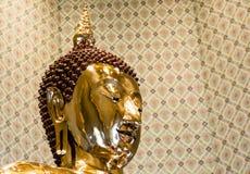 在Wat Traimit,曼谷,泰国的纯净的金菩萨图象 库存照片