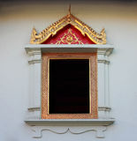在Watprasing寺庙Chiangmai泰国的泰国寺庙窗口 免版税库存照片