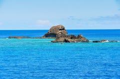 在Waya Lailai海岛附近的五颜六色的海洋在斐济 免版税库存照片