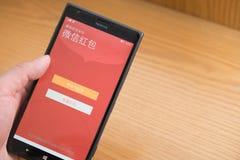 在WeChat的一个流动红色口袋为春节做准备 库存照片