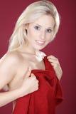 在wellnes红色设计的美好的白肤金发的模型 库存图片