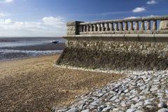 在Westcliff的散步墙壁,在Southend在海附近,艾塞克斯, Englan 免版税库存图片