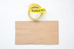 在wh在犯罪现场的证据标志磁带和纸袋隔绝的 库存照片