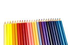 在Whie背景隔绝的孩子的五颜六色的铅笔 免版税库存图片
