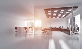 在whire颜色和光的办公室室内设计从窗口的 免版税库存图片