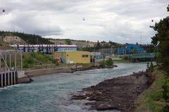 在whitehorse的一个水坝在育空地区 免版税库存照片