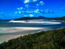 在Whitsunday海岛,澳大利亚上的美丽的白色避风港海滩 库存照片