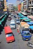 在Wichayanon路的交通 在Kad Luang附近 免版税库存图片