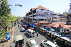 在Wichayanon路的交通 在Kad Luang附近 图库摄影