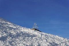 在winte的扎科帕内风化在Kasprowy Wierch上面的观测所 库存照片