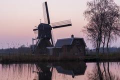 在Woerdens Verlaat的磨房 图库摄影