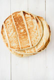 在woodan的人的皮塔饼面包 库存图片