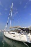 在wuyuanwan游艇码头的豪华风船 库存照片