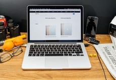 在WWDC最新的公告的苹果电脑  图库摄影