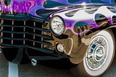 在Wyandoote紫色经典汽车的轮子 免版税库存图片