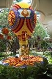 在Wynn旅馆和赌博娱乐场心房的花卉热空气气球在拉斯维加斯 免版税库存图片