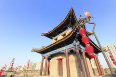 在xian市墙壁上的古老塔 库存照片