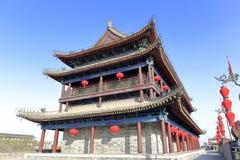 在xian市墙壁上的古老高塔 库存照片